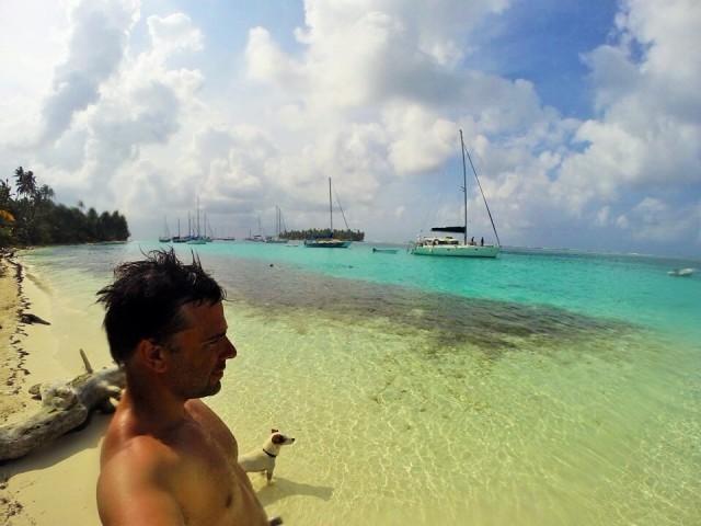 """Informo de que encontré a Pacho! Estaba en las islas de San Blas pateándose los millones de la """"primi"""" :P"""
